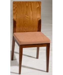 Silla de madera de haya LOMAR, barnizada color cogñac, tapizado a elegir.